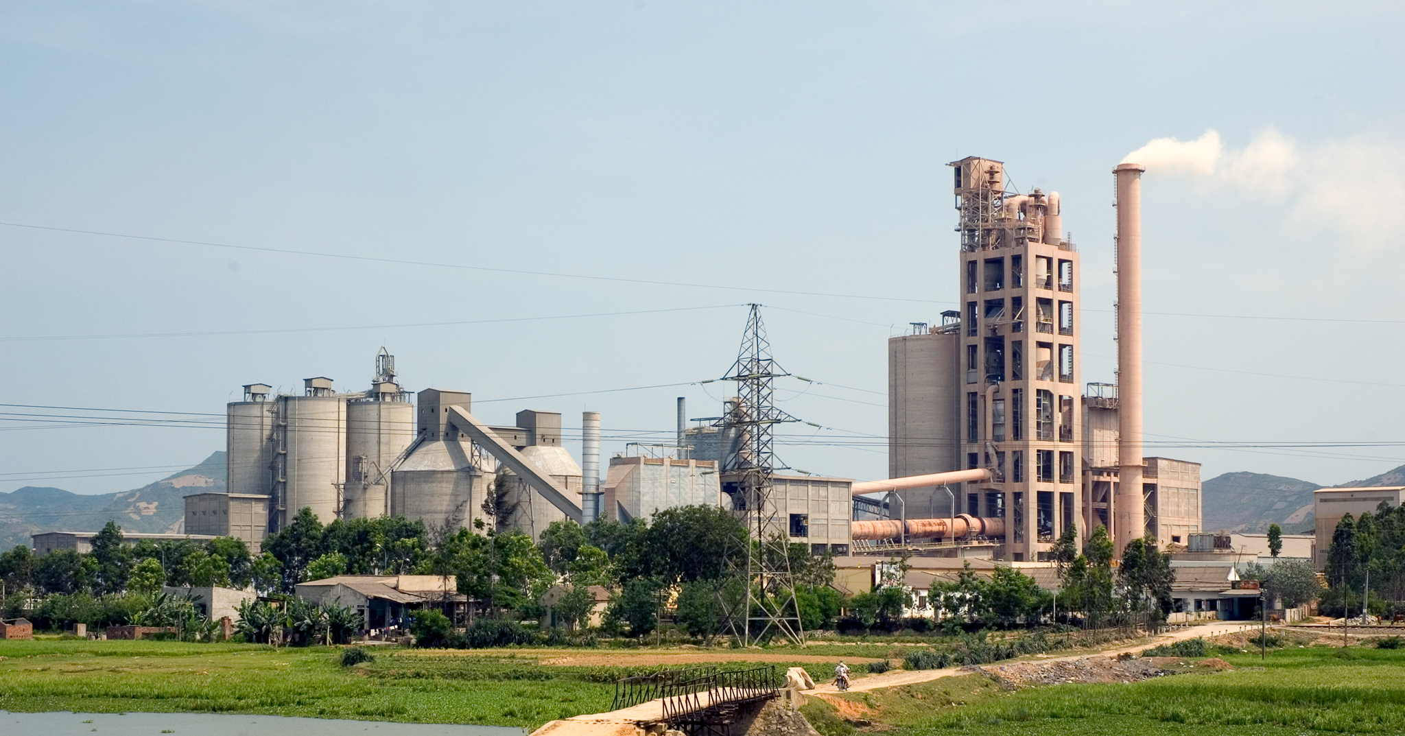Nhà máy (ban ngày)